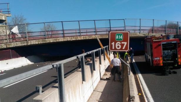 ponte-crollato-autostrada-ancona-11.jpg