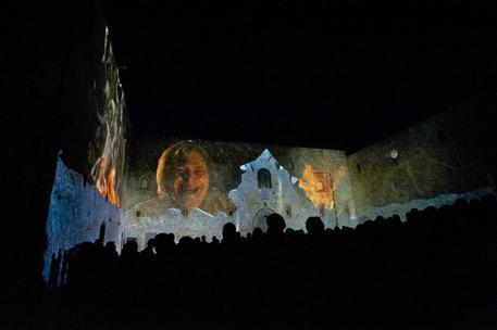 Lagopesole, Potenza, spettacolo nel castello federiciano
