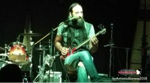 Zio Rocco e la sua chitarra a forma di zappa