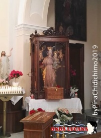 Interno chiesa Madre con statua raffigurante la Madonna del Pollino