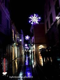 Immagine tratta da repertorio di Onda Lucana®by Antonella Lallo 2019 luci natalizie Potenza Via Pretoria