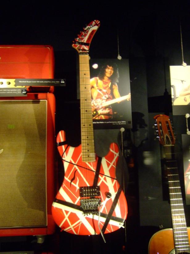 Eddie_Van_Halen's_guitar,_EMP_Museum